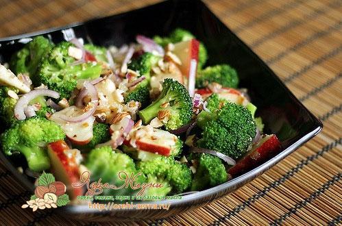 салат с брокколи и миндальным маслом