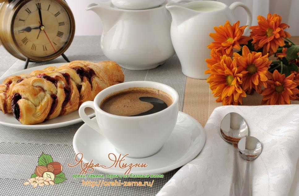 Чашка кофе утром на завтрак