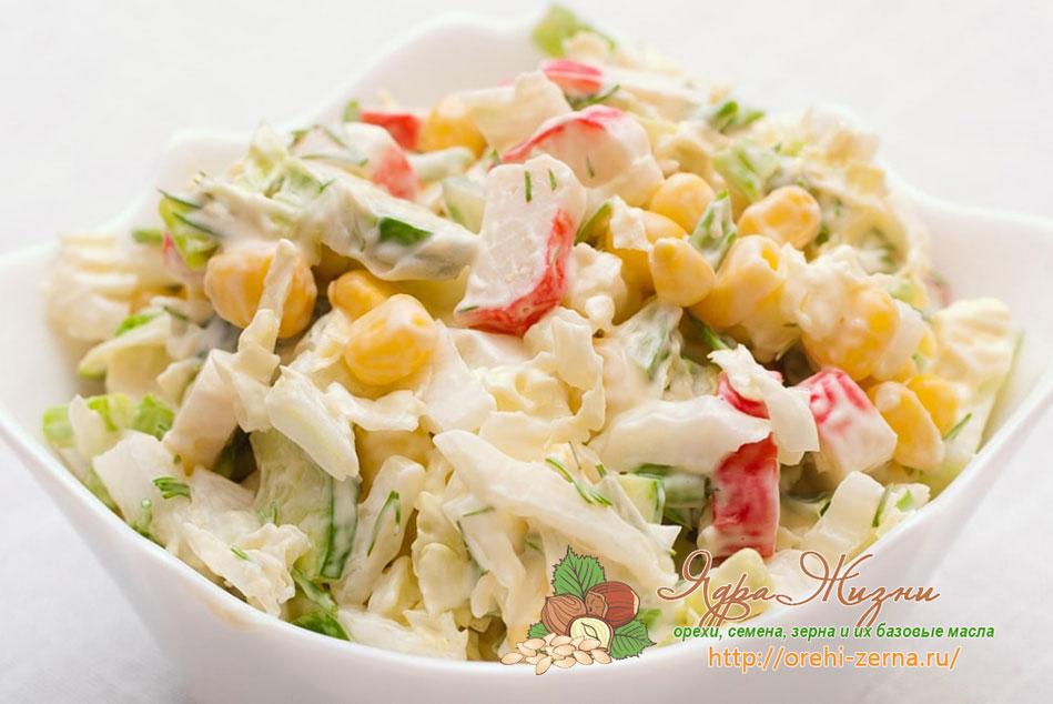 Салат с крабовыми палочками и кукурузой и капустой классический с