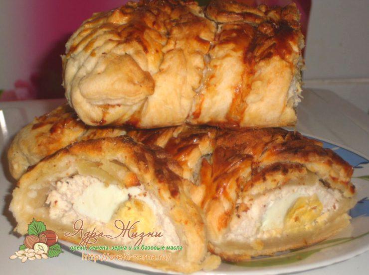 Слоеный пирог с фаршем и половинками яиц: рецепт приготовления с фото