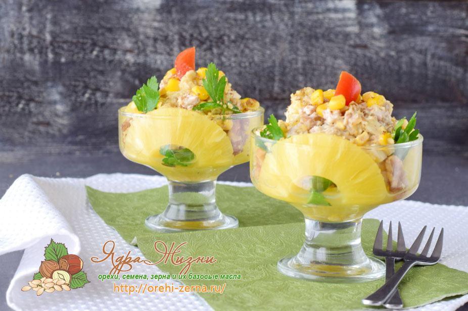 Салат с курицей, кукурузой и ананасами