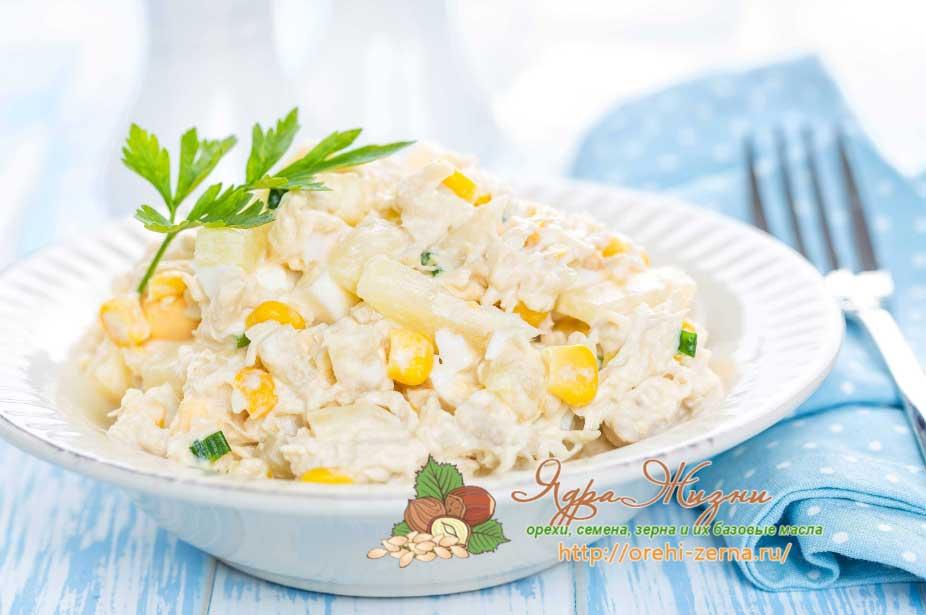 Салат с и курицей и кукурузой и грибами рецепт