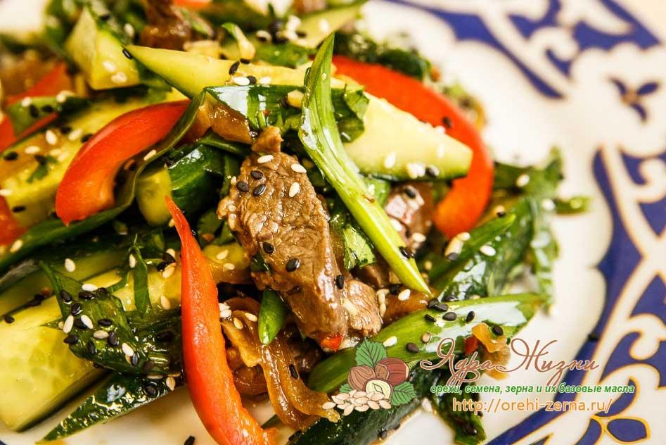 Салат огурцы с мясом по-тайски