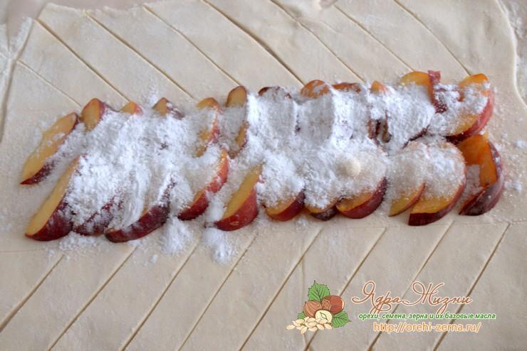 пирог из слоеного теста с персиками рецепт в домашних условиях