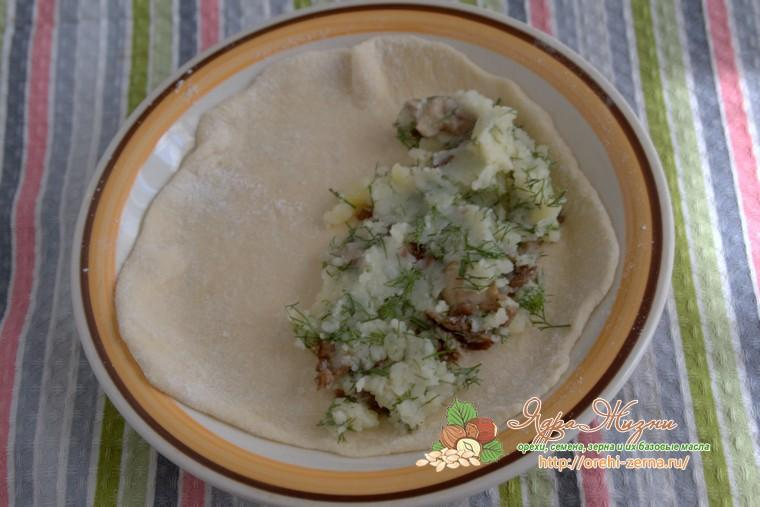 чебуреки с картофелем и грибами