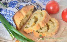 Пшеничный хлеб с сыром и зеленым луком