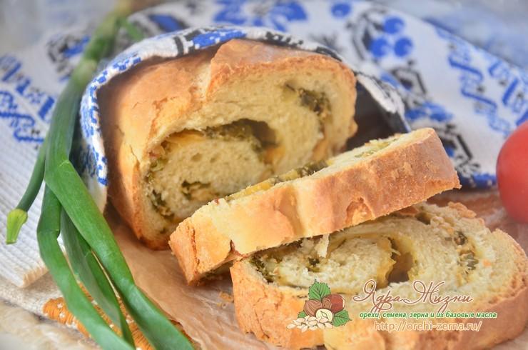 Хлеб с сыром и зеленым луком