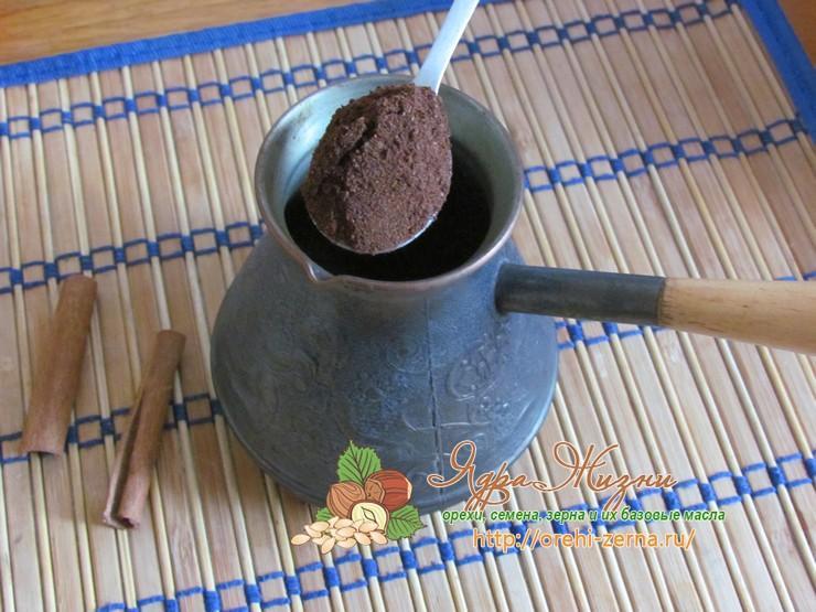 Кофе с ликером и молоком Амаретто