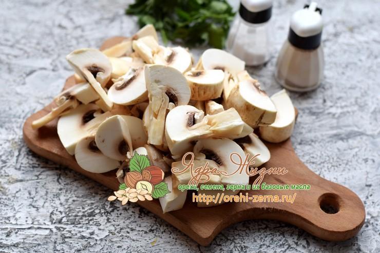 Гречка с грибами в горшочках
