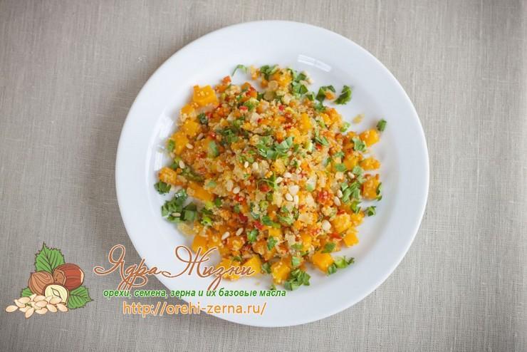 Салат из киноа и тыквы
