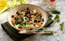 Салат с черной фасолью, овощами и зеленью на праздничный стол: рецепт в домашних