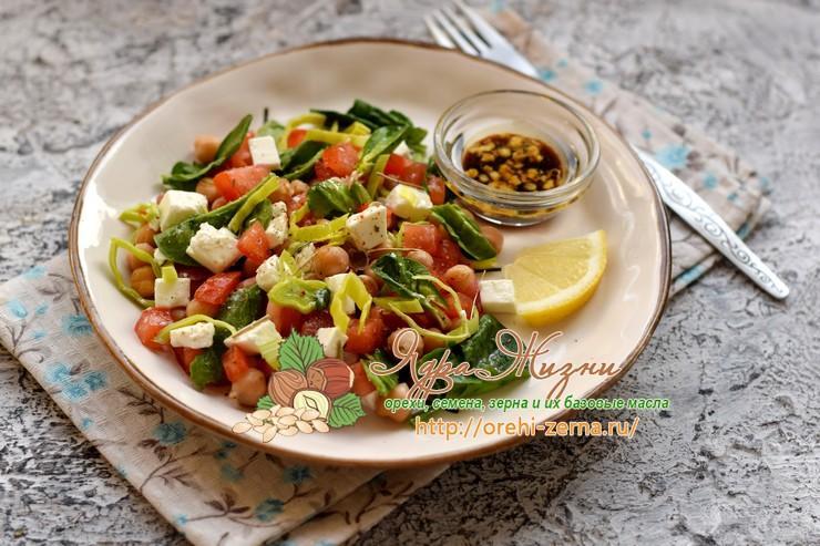 салат с нутом, шпинатом и сыром фета рецепт в домашних условиях