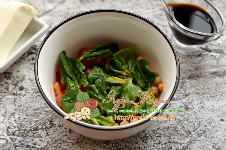 салат с нутом, шпинатом и сыром фета рецепт с фото