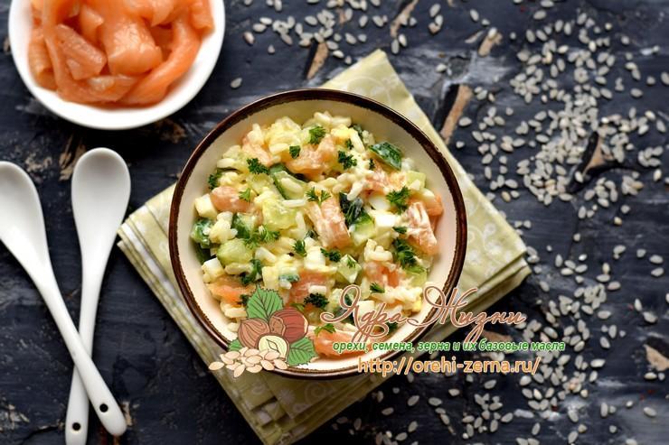 Рисовый салат с лососем на праздничный стол: рецепт в домашних условиях