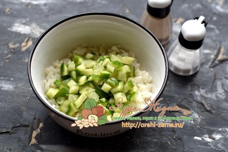 рисовый салат с лососем рецепт с фото
