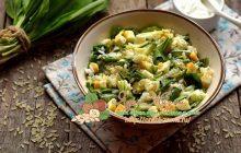 Салат с черемшой и яйцами, рисом и огурцом: рецепт в домашних условиях