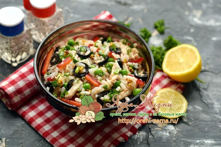 Салат с курицей, рисом и овощами на праздничный стол: рецепт в домашних условиях