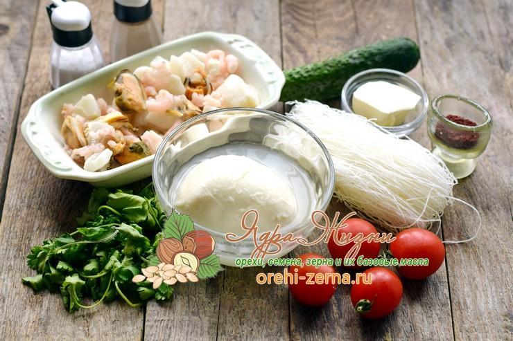 Салат с фунчозой и морепродуктами: рецепт в домашних условиях