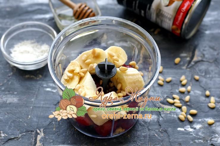 Клубнично-банановый смузи на кокосовом молоке рецепт в домашних условиях