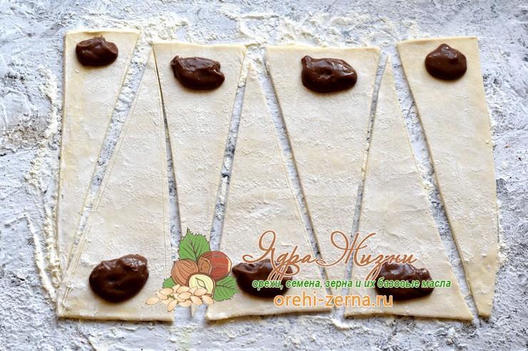 Круассаны из слоеного теста с шоколадом рецепт в домашних условиях