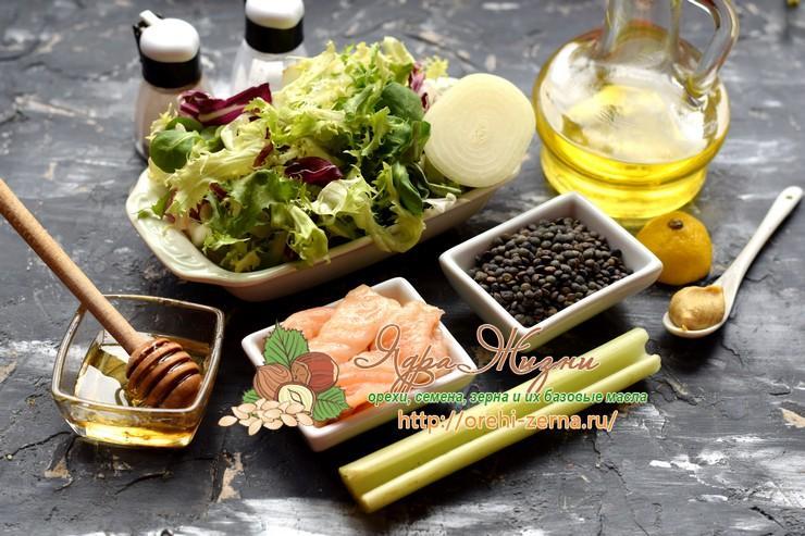Салат с чечевицей, семгой и сельдереем