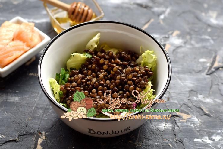 Салат с чечевицей, семгой и сельдереем рецепт с фото