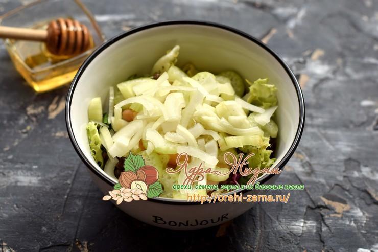 Салат с чечевицей, семгой и сельдереем рецепт в домашних условиях