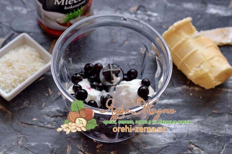 Смузи с кокосовым молоком, черной смородиной и мороженым рецепт с фото