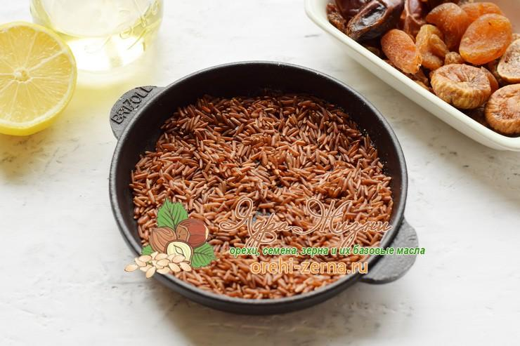 салат с красным рисом, сухофруктами и орехами рецепт