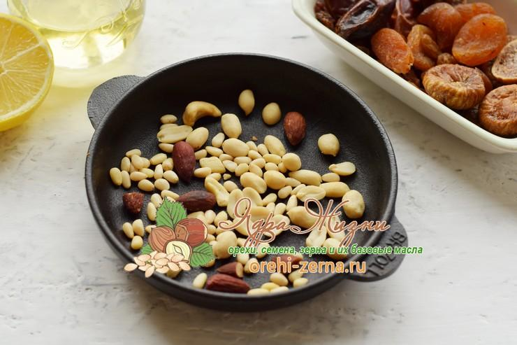 салат с красным рисом, сухофруктами и орехами рецепт пошагово