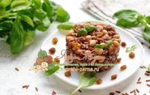 Салат с красным рисом, фасолью и изюмом на праздничный стол: рецепт в домашних условиях