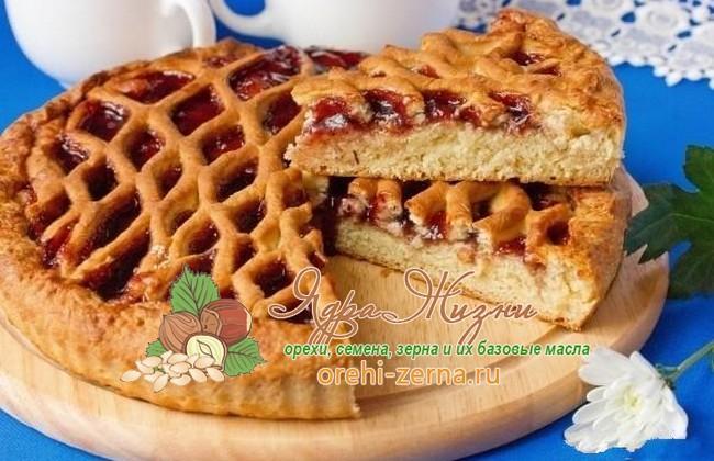 Пирог с черничным вареньем на дрожжах