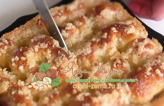 Пирог с сахаром и сливками