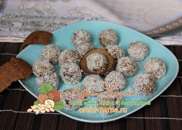 Кокосовые конфеты с финиками
