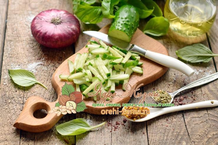 Салат из овощей с красным рисом под соусом рецепт приготовления