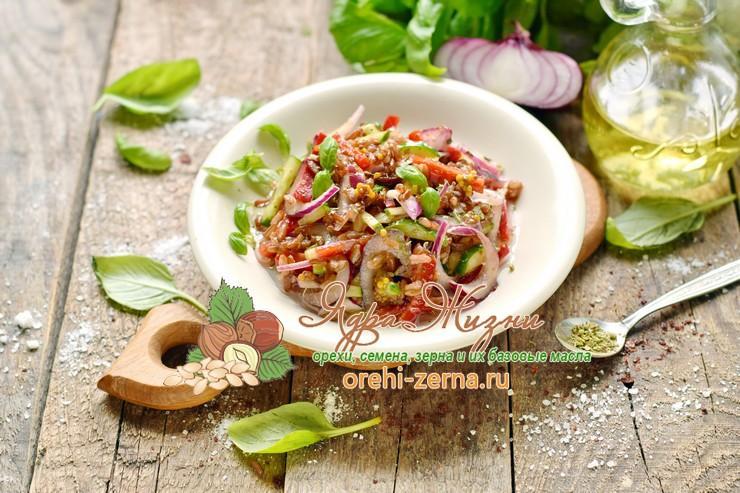 Салат из овощей с красным рисом под соусом рецепт в домашних условиях