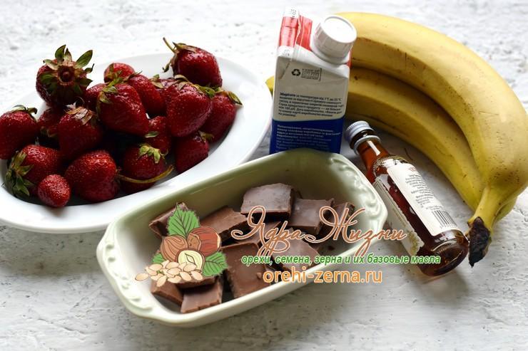 Шоколадное фондю с клубникой и бананом