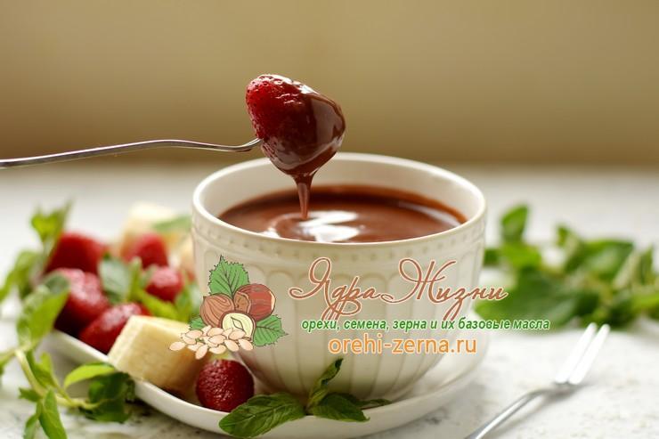 Шоколадное фондю с клубникой и бананом рецепт в домашних условиях