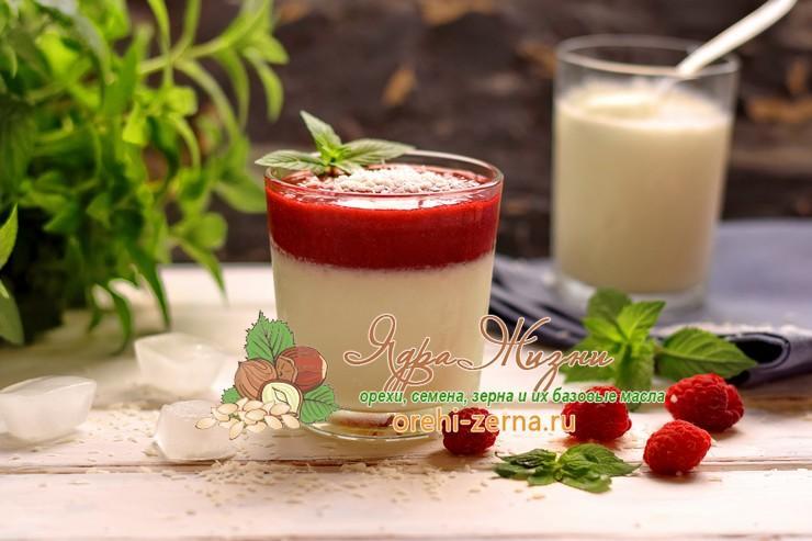 Кокосовая панакота с ягодным джемом: рецепт в домашних условиях