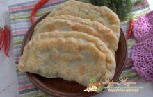 Миниатюра к статье Как приготовить вкусные чебуреки с картофелем, лесными грибами и укропом